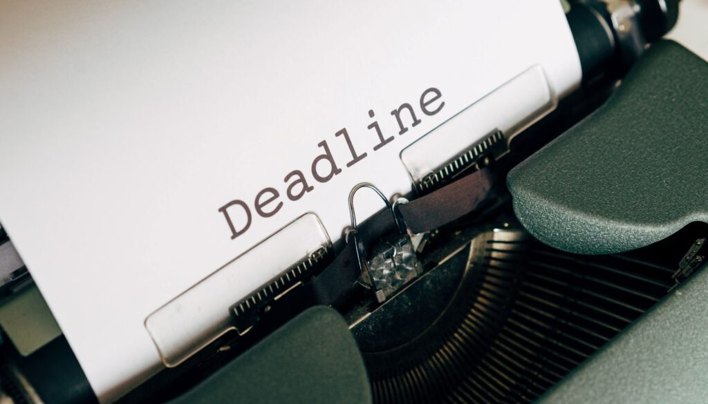 picture of an old fashioned typewriter containing a piece of paper with the word deadline typed on it