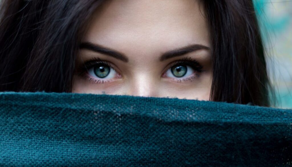 close up photo of a young woman's beautiful eyes